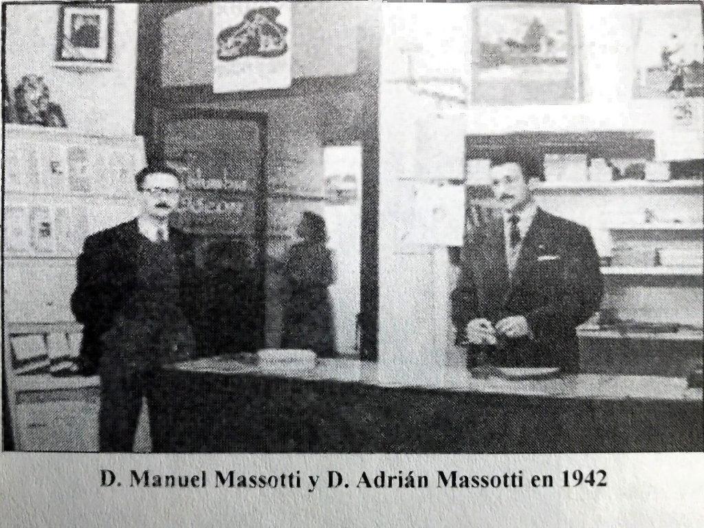 Tienda Ritmo. Manuel Massotti y Adrián Massotti en 1942